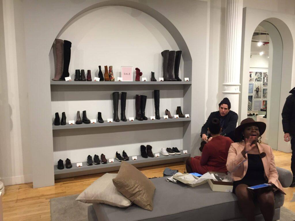 M. Gemis butik i Soho på Nedre Manhattan går det inte att köpa deras handgjorda skor i butiken utan enbart på nätet. Coolt häng utlovas.